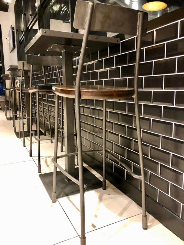 Carrelage métro Diffusion Céramique 7.5x15cm et 7.5x7.5cm - Rouge brillant et noir mat - réalisation restaurant à Toulouse
