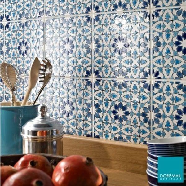 Carrelage andalou peint main Doremail - exemple de réalisation - carreau AZZAHRA HIVER 20X20CM