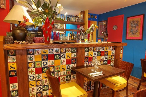 Carrelage mexicain Colibri Azulejos - réalisation bar