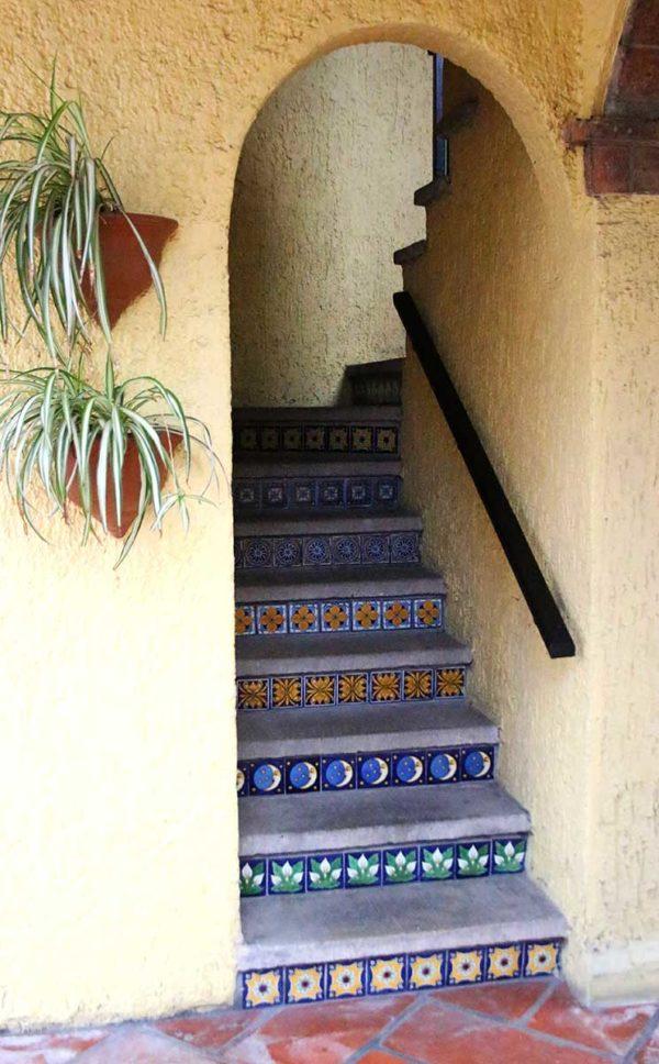 Carrelage mexicain Colibri Azulejos - réalisation marches d'escalier