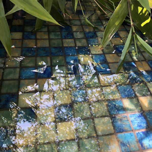 Mosaïque effet piscine Pierre de Bali - Reviglass PARADISE STONES coloris BLUE BALI