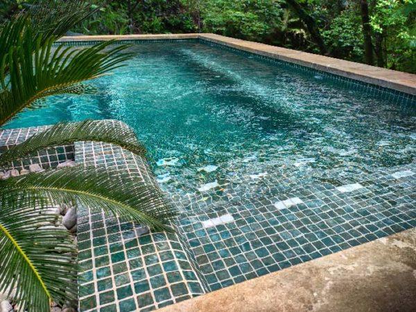 Mosaïque effet piscine Pierre de Bali - Reviglass PARADISE STONES coloris JADE