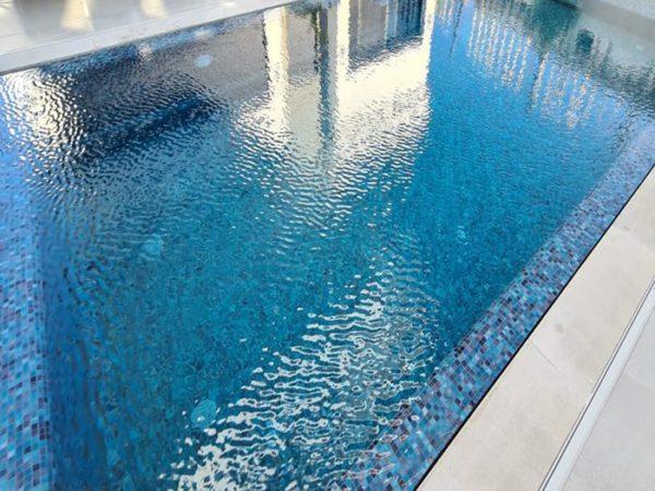 Mosaïque effet piscine Pierre de Bali - Reviglass PARADISE STONES coloris TURQUESE LAGOON